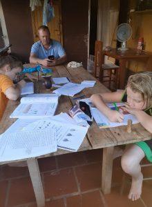 Aulas programadas acontecem com a ajuda dos pais em Tiradentes do Sul