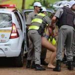 Mulher surta e ameaça passar coronavírus a policiais no RS