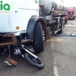 Homem morre ao colidir moto com caminhão na ERS-207, em Crissiumal