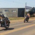 Vídeo – Motociclistas realizam manobras perigosas na RSC-472, em Palmitinho