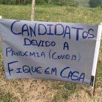 Morador pede em cartaz para candidatos ficarem casa em Tiradentes do Sul