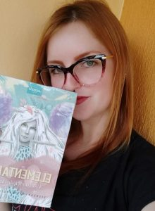 """Filha de três-passenses lança primeiro livro de ficção: """"Elementares – A ressureição de Fênix"""""""