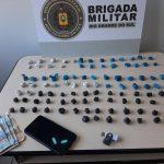 Jovem de 20 anos é preso e adolescente apreendido por tráfico de drogas em Três Passos