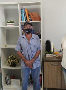 Esperança do Sul: após se curar da covid-19, paciente vem até a Secretaria de Saúde agradecer pelo bom atendimento