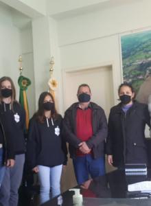 Tiradentes do Sul: prefeito Alceu Diel recebe atletas do Gurias do Yucumã